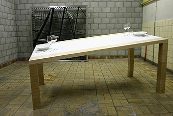 laszlo-rosznoki-table