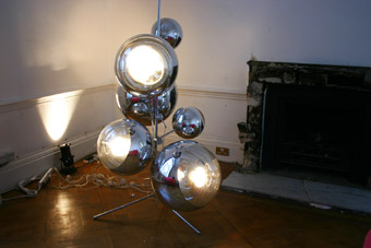 tom-dixon-mirror-ball-on-stand