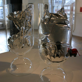 sebastian-bergne-wine-bag-container