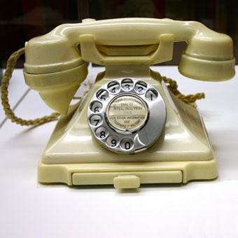 bakelite-telephone