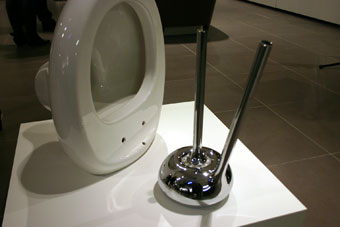 ross-lovegrove-toilet-brush